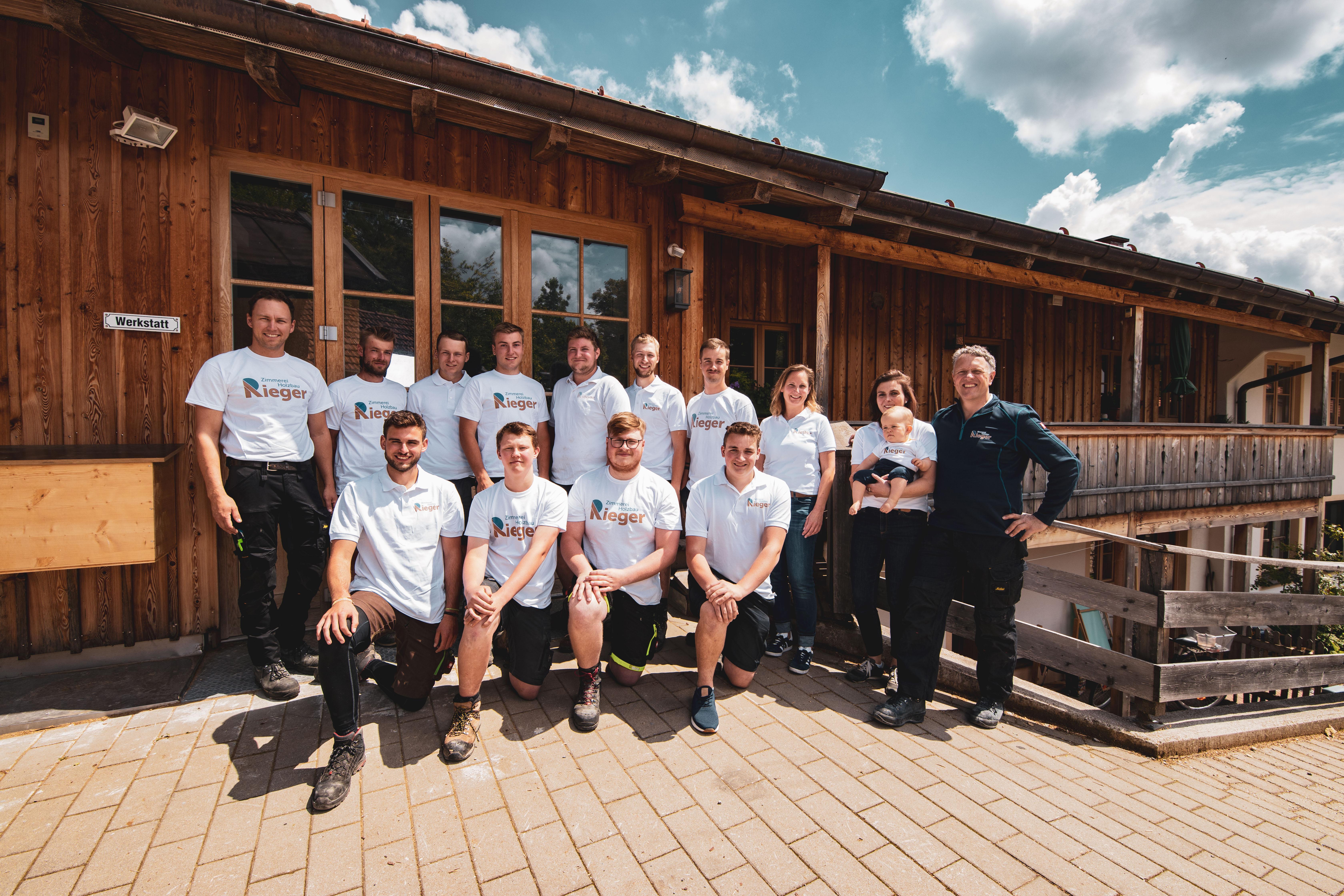 Teamfoto der Zimmerei Rieger